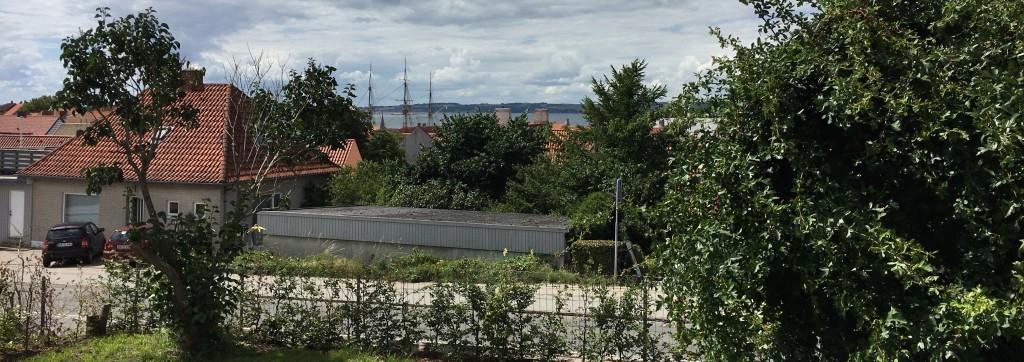 Udsigt fra haven. B&B i Ebeltoft centrum